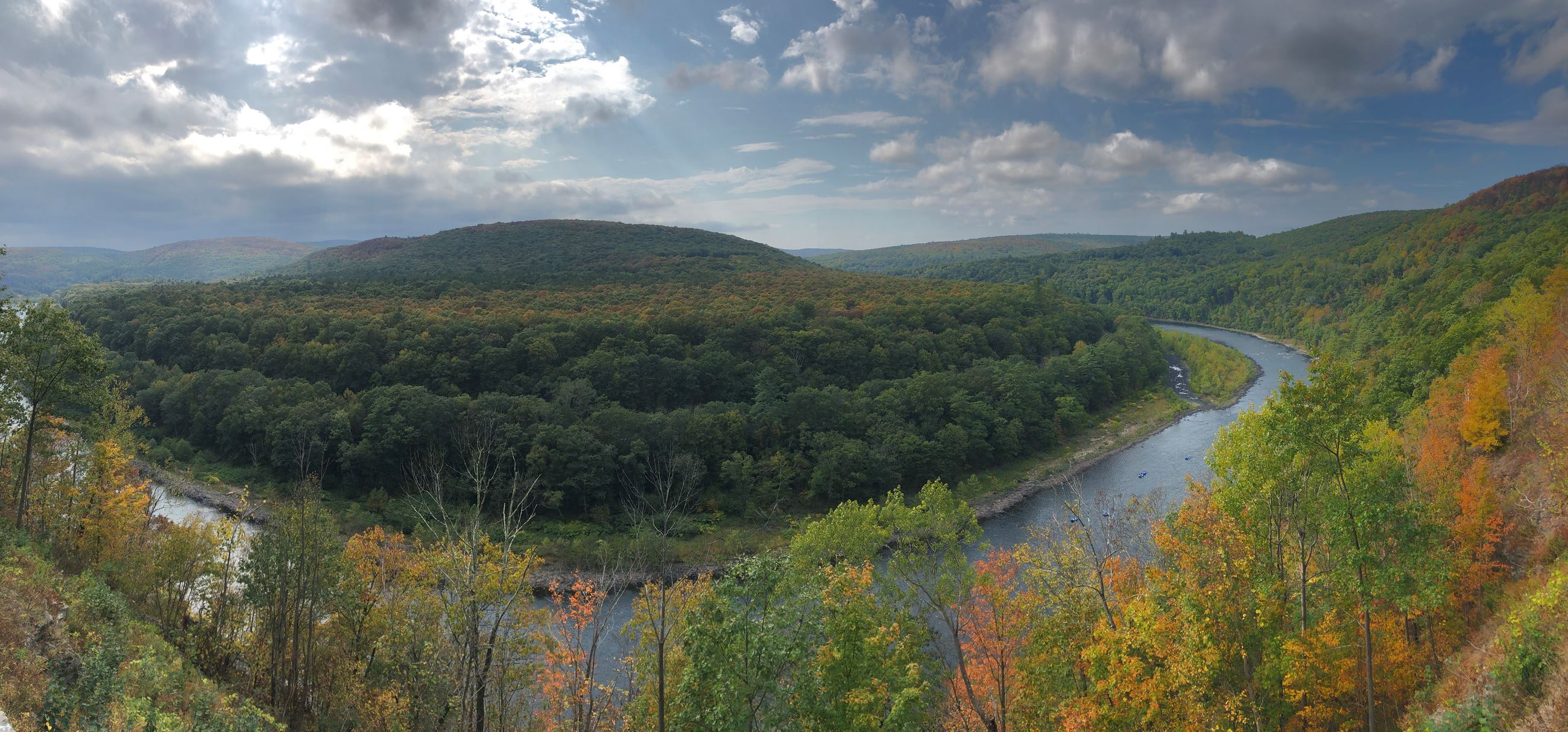 Fall Colors in Mountains along Upper Delaware River (jpg)